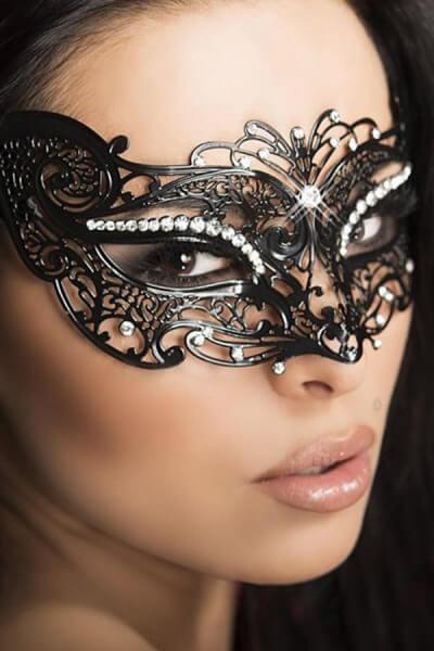 Maske mit Ornamenten